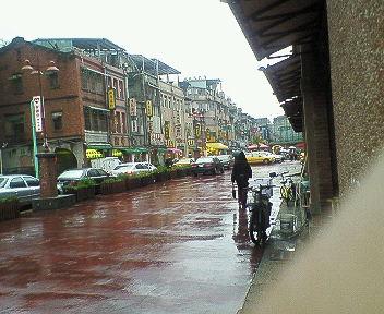 迪化街は雨