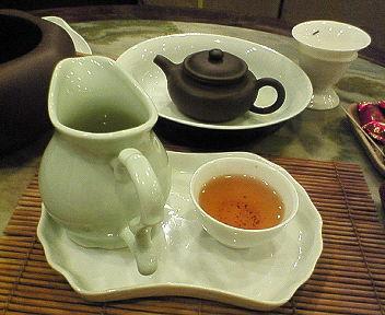 お茶飲んでます